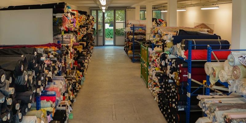 Nella tessuti vendita all 39 ingrosso baricella attenzione for Tessuti per arredamento vendita on line